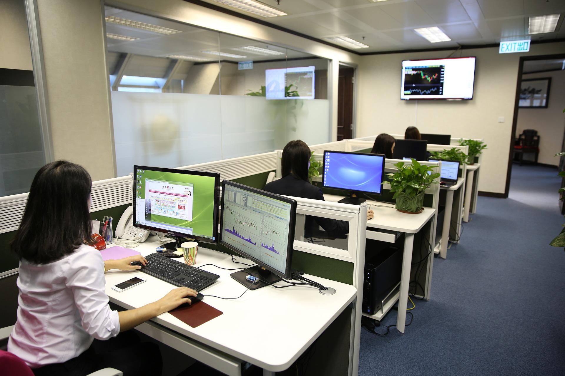 personas en una oficina