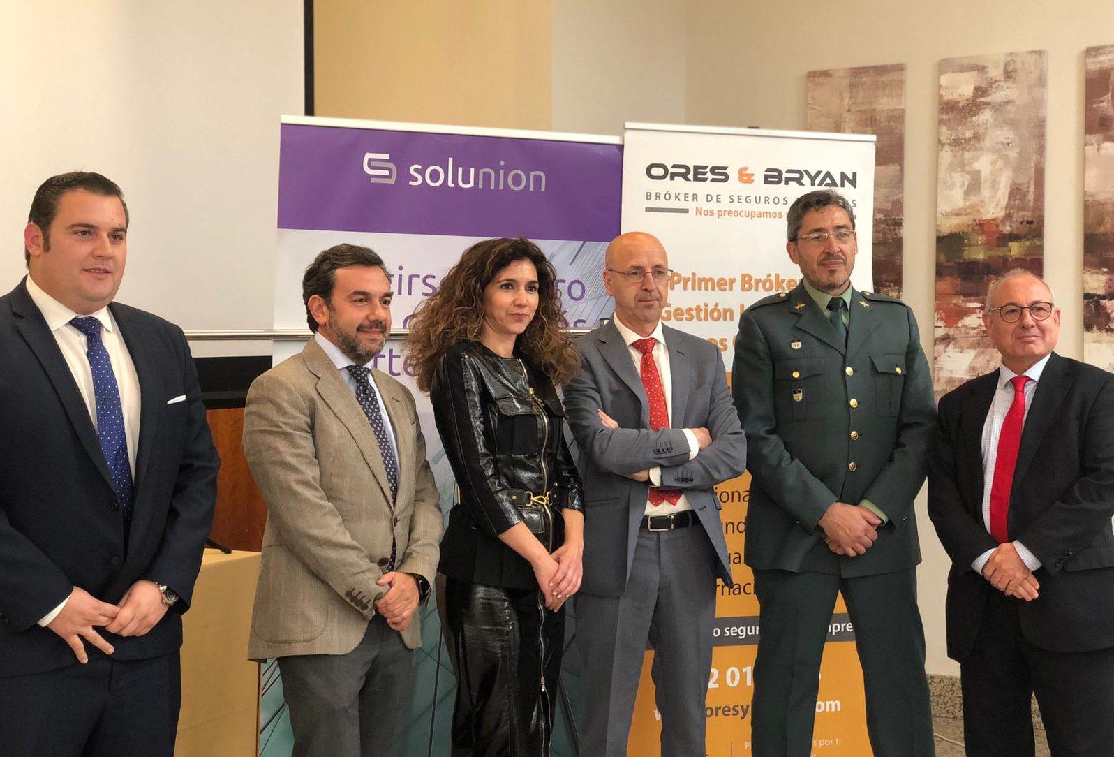 Ponentes de la conferencia sobre estafas en Mérida